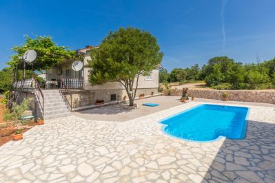 Spacious modern apartment - large terrace, fenced yard, private pool, peaceful area - 1