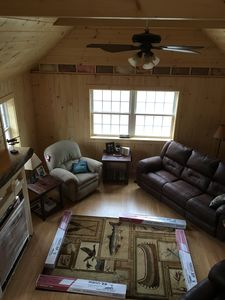 Large vaulted ceiling living room, all new furniture, satellite TV