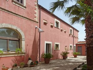 Photo for 6 bedroom Villa, sleeps 9 in Ragusa with Pool, Air Con and WiFi