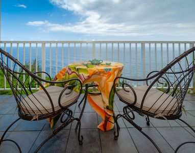 Photo for Oceanfront views from every window, updated kitchen and bath, hear the ocean!