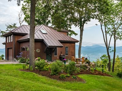 A peaceful & uplifting retreat with AMAZING views in the heart of the mountains.