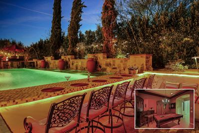 Arundel: Swim up bar with in pool stools, sunken BBQ area, pool table, bar  ping pong and fire pit!!! - Indio