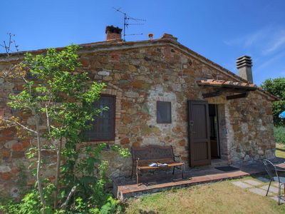 Photo for Holiday home with garden, stunning views, near Siena