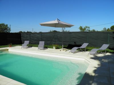 Photo for Provencal farmhouse with private pool and garden in the countryside Vauclusienne