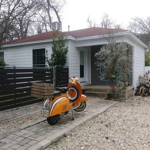 Photo for CENTRAL EASTSIDE COTTAGE - 2 Miles to Downtown & SXSW