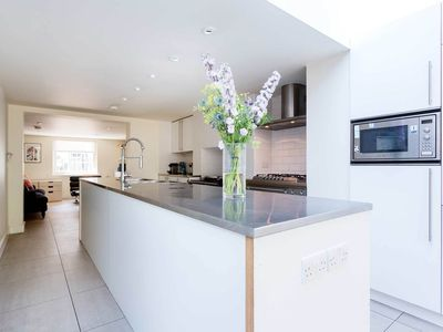 Photo for Contemporary 3/4 bedroom house in Vauxhall (Veeve)
