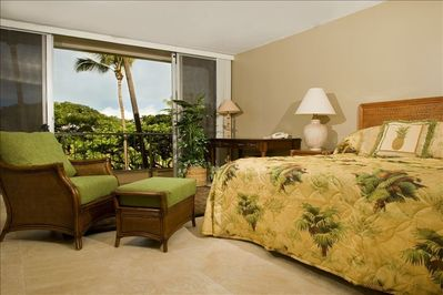 Master Bedroom, garden view, luxurious sheets and pillows