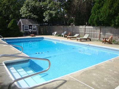 Shared Pool with 8 other units