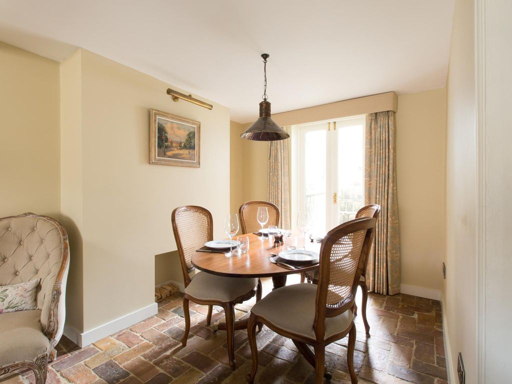 St Mary's Gardens II - luxury 2 bedrooms serviced apartment - Travel Keys