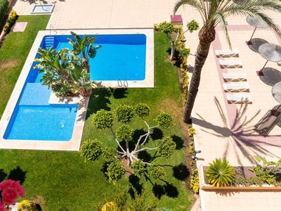 Photo for Family apartment with A / C and pool near the sea.
