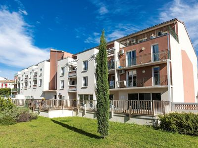 Photo for Well-kept apartment in a pleasant town in the Provençe