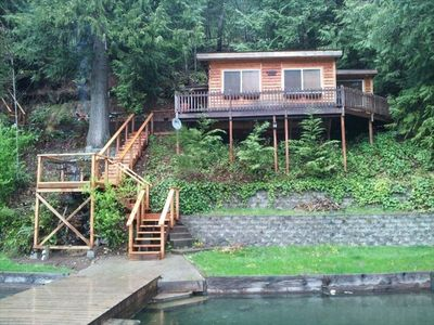 Cozy Cabin is nestled on the bank of Lake Sutherland near the Olympic Nat'l Park