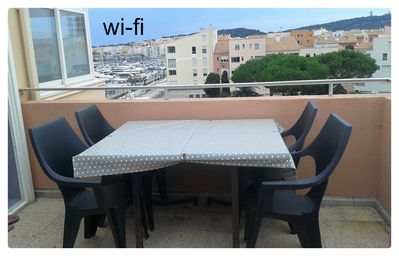 Photo for Appt 55m2, port view, paking, wifi, 200m beach of Mole