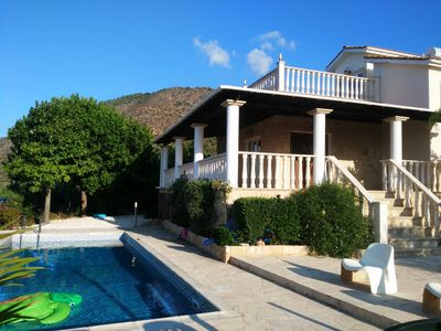 family and couple friendly with great sea views, minutes walk