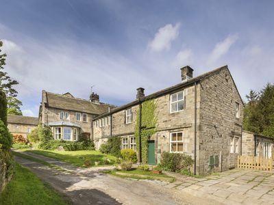 Photo for 4BR Cottage Vacation Rental in Holmfirth