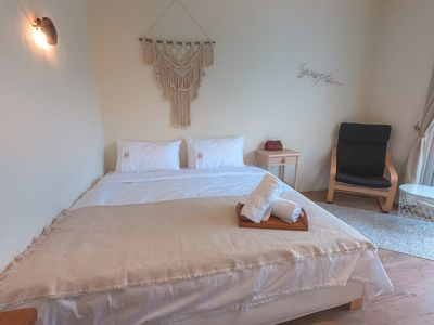 1 queen size bed and a couching area, suitable for couples to stay in!