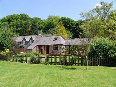 Photo for HONEY HOUSE, family friendly, with a garden in Combebow, Ref 976085