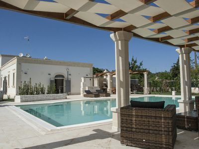 Photo for Charming villa with private garden and pool walking distance to town