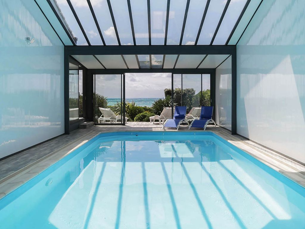 Villa face mer indoor heated pool les sables d 39 olonne for Hotel avec piscine interieur montreal