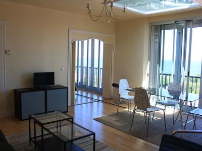 Photo for T2, sea view, beach and town center on foot in 2 minutes, parking, wifi