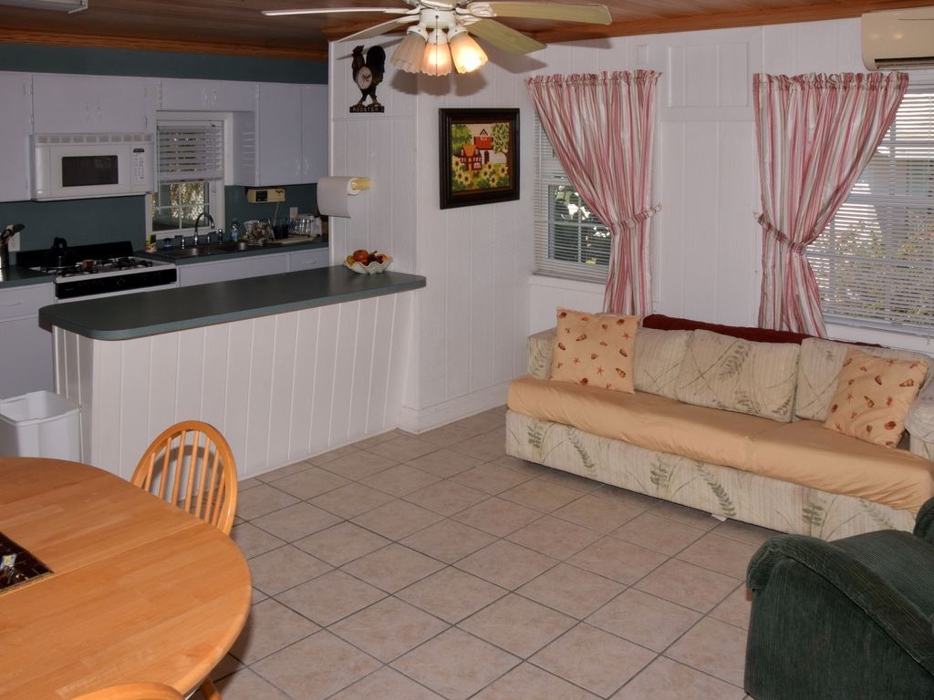 House rentals green turtle cay - Living Room