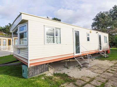 Photo for 8 berth spacious caravan for hire at Breydon water in Norfolk ref 10013