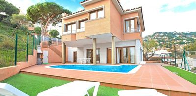 Photo for Large villa in Lloret of 8 Pers 4 bedrooms with pool on the terrace.