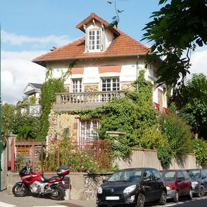 Photo for Between Paris and Disney: comfortable house in the center of Nogent sur Marne