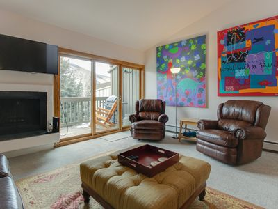 Photo for Lovely townhome w/ shared seasonal pool & easy access to the slopes!