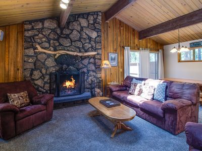 Photo for 3 Bedroom/2 Bath, Wood Fireplace, Private Hot Tub, Ride to Fort Rock - EBUT01