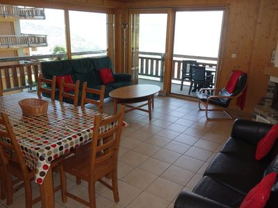 Photo for 3*+, 3-bedroom-apartment for 8 people located near the (ski)lift in the center of the resort.  Brigh
