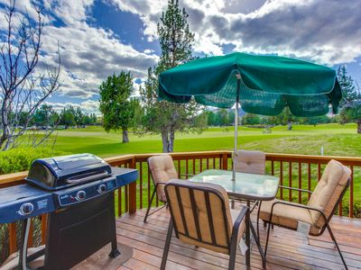 Photo for Lovely townhome w/mtn views, private hot tub, shared pool, on-site golf