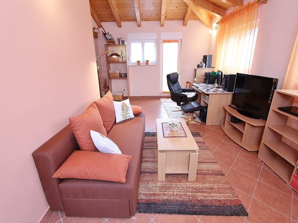 Apartment Orange / One bedroom, Istria Hotels, Resorts, and Rentals ...