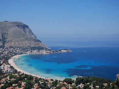 Photo for Apartment in villa (on the first floor) 5 minutes from the sea of Mondello