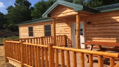 Oak Park Cabin- Adirondack style, fully furnished, Amish-made furniture, AC, TV