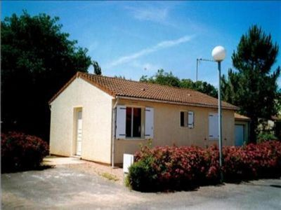 Photo for Villa Longeville-sur-Mer, 2 bedrooms, 4 persons