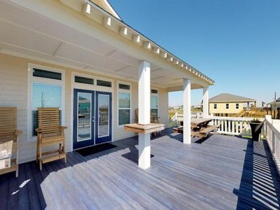 Photo for Lovely dog-friendly house with spacious deck - blocks from the water!