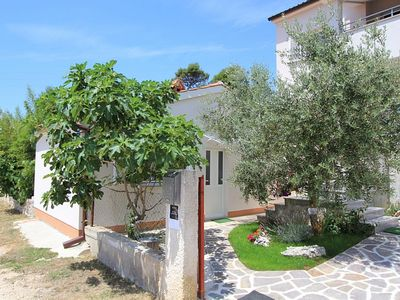 Photo for Small but nice holiday house with air conditioning, terrace with barbecue in the resort Medulin