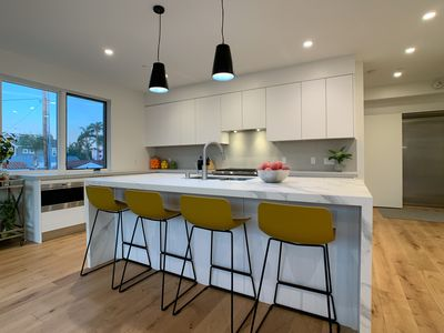 Stunning New-Build Condo :: Modern :: Walk to Everything :: Central Orange Ave