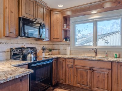 Upgraded Three Bedroom With Great Views and Elkhorn Resort Amenities