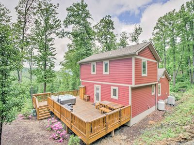 Photo for Mtn View Home w/Grill 5 Mins from Blue Ridge Pkwy!