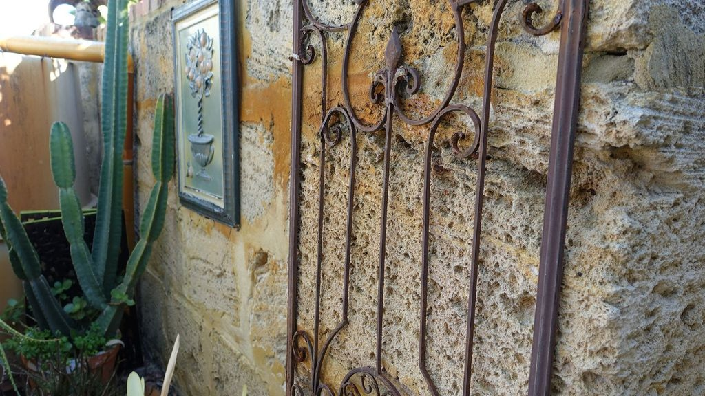 Blacksmith Cottage-walk to shops-private home