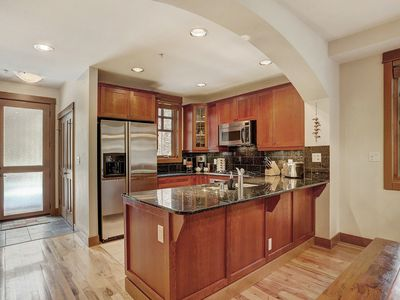 Photo for Spacious Town Home, Short Walk to Lifts, Private Hot Tub 164A