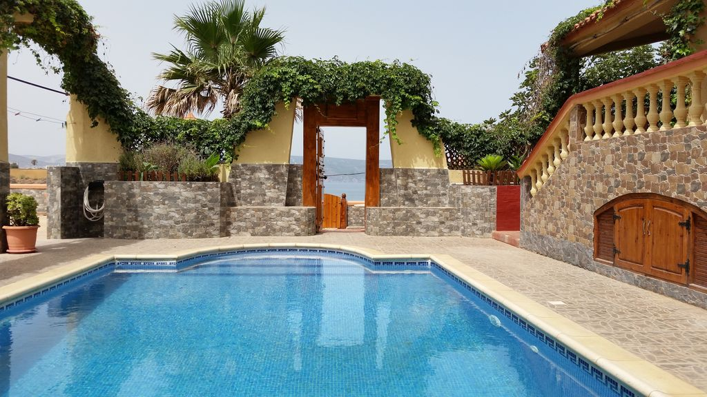 Villa am strand in oran mieten 6374734 for Piscine algerie