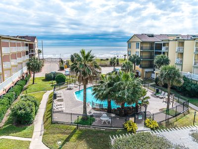 "Photo for Find your Year-round ""STAYCATION"" here on Galveston Isle!"