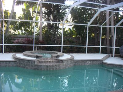 Photo for Walk to beach and St. Armand's Circle. Heated pool and hot tub.