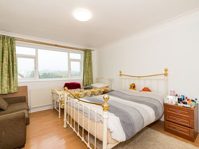 Photo for Spacious Bright Forest View Apartment