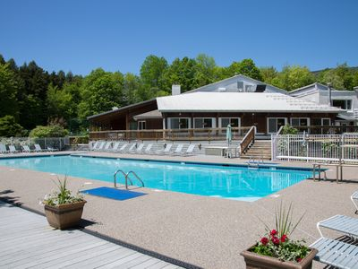 Photo for Welcoming condo w/ 3 shared pools, hot tub - easy access to golf & slopes!