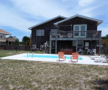 Sun Deck, Large Fenced Yard, 10x20 pool(open Apr to mid Oct), & hot tub all year