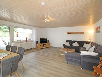 Photo for 3 bedroom Apartment, sleeps 7 with FREE WiFi and Walk to Shops